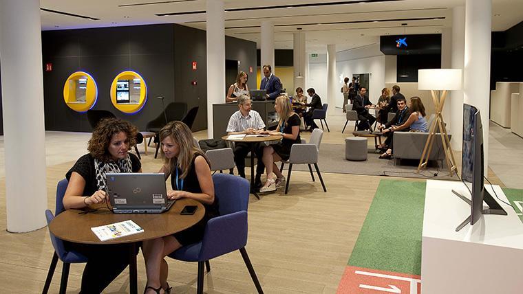 Caixabank obre una nova oficina a reus destinada a for Oficines caixabank
